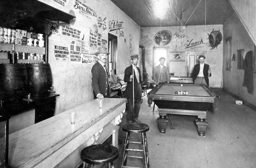 restaurantand-pool1914